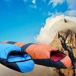 DACRON ®雪山型七孔中空纖維睡袋 保暖度-5C 潮濕時仍具有保暖力 1.75KG 橘色 右開拉鍊 下殺6折
